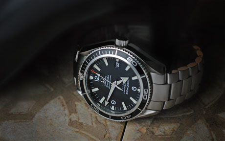Omega 2201.50 Seamaster Planet Ocean, Quantum of Solace James Bond watch image: 460 x 288
